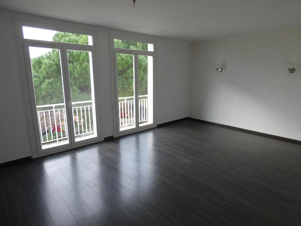 Appartement Beziers Champs de Mars 4 pièce(s) 103 m2 avec garage et parking