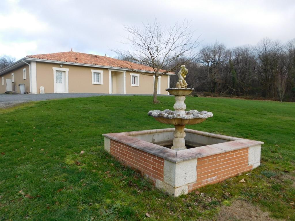 Maison Cellefrouin  5 pièce(s) 170 m²