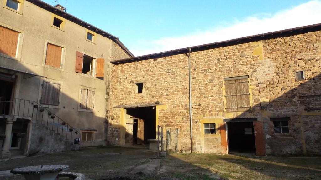 Ferme à rénover 300 m²  + bâtiments et jardin