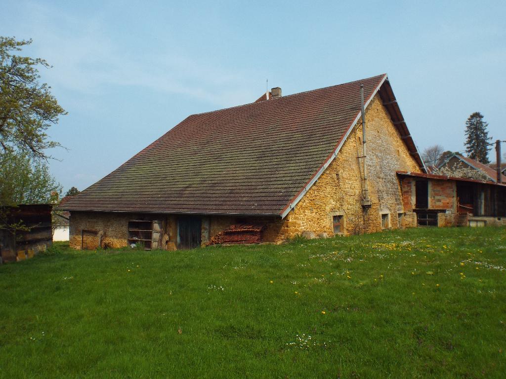 secteur Mathenay : maison très ancienne avec terrain