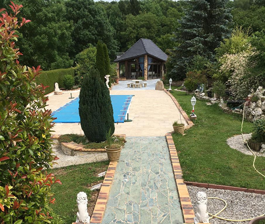 Belle Villa Récente de 200 m² Adapter à Votre Style de Vie avec Sauna, Piscine chauffée, Pool House Aménagés, Dépendances, Garages et Terrain Arboré et Paysager de 4178 m²