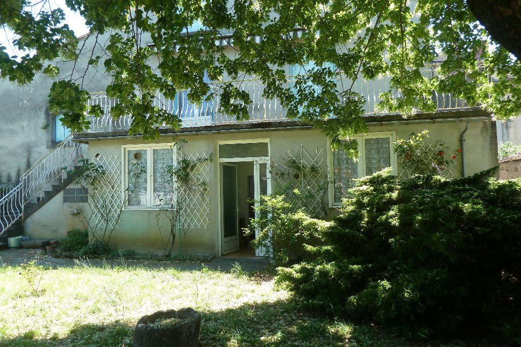 A vendre 2 Maisons  11 pièces avec grand garage et jardin