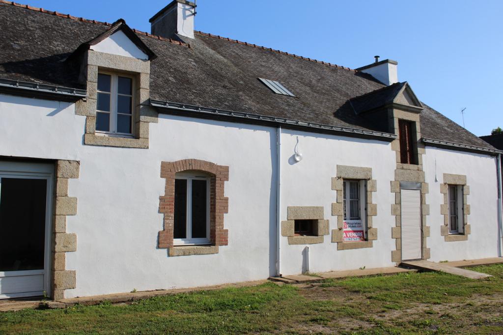 Grande maison de bourg à rénover