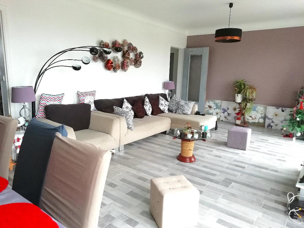 56670 RIANTEC grande et belle maison familiale  326 030 HAI