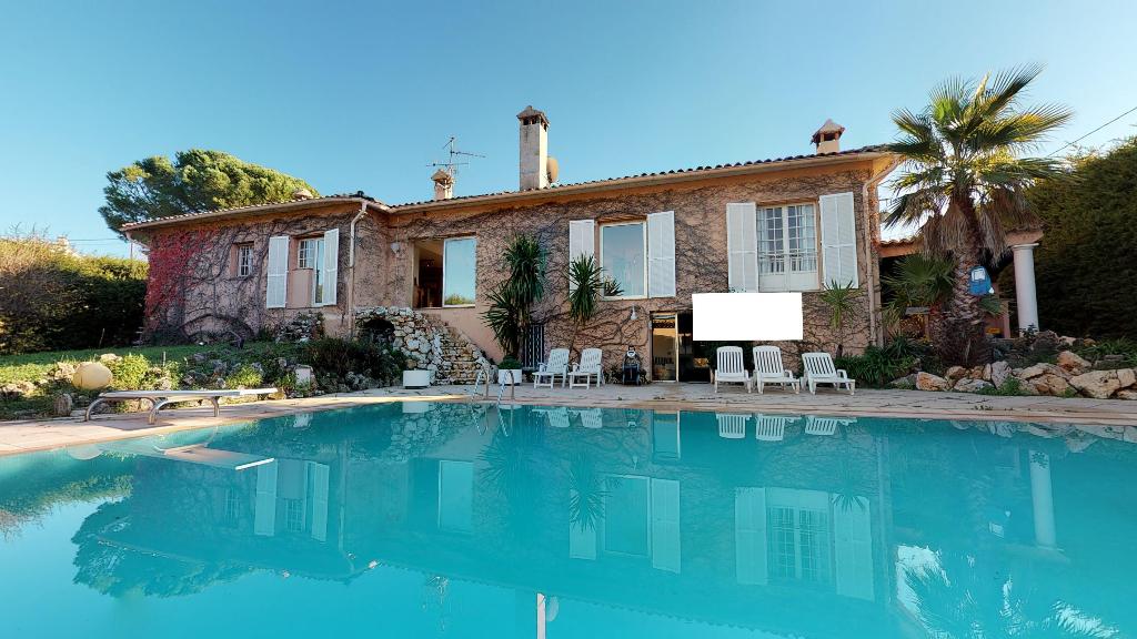 Villa avec piscine crémat