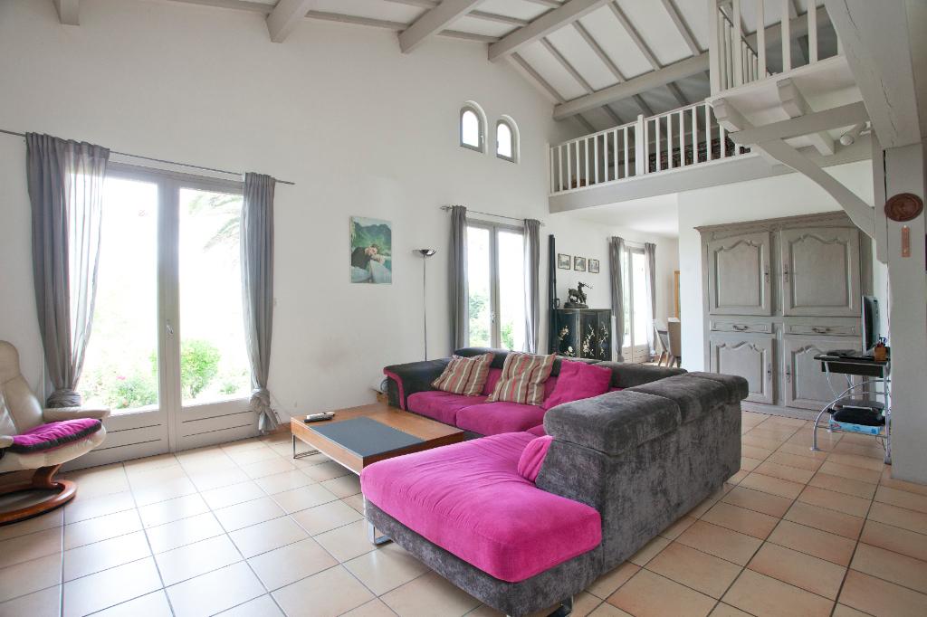 Maison St Pee Sur Nivelle 6 pièce(s) 160 m2