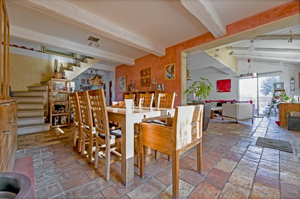 VILLA - BELLEGARDE - 7 pièces - 5 chambres - 180 m2