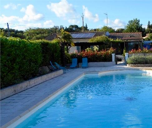 Maison plain-pied  avec piscine 180 m2