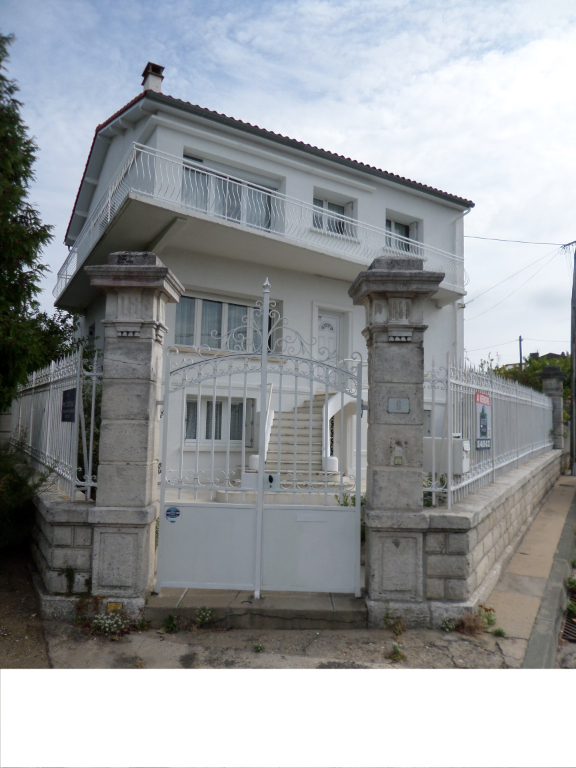 17200  Royan Villa 7 pièce(s) 210 m2 jardin garage