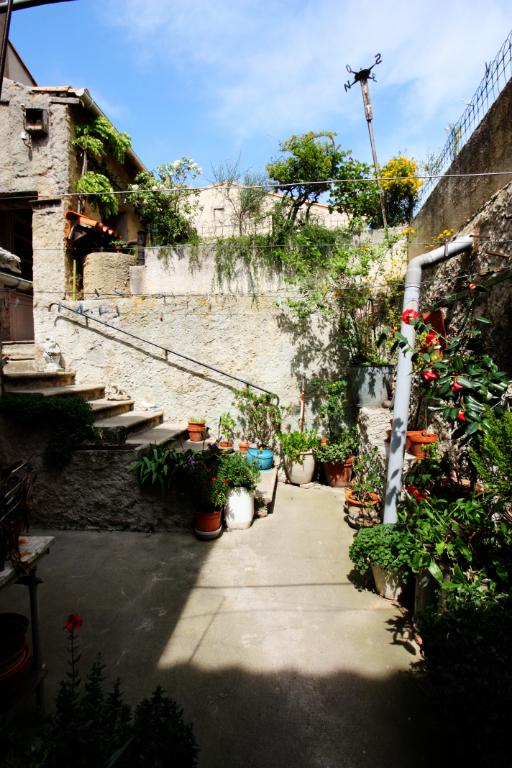 Maison de village Secteur Carcassonne 8 pièce(s) 175 m2