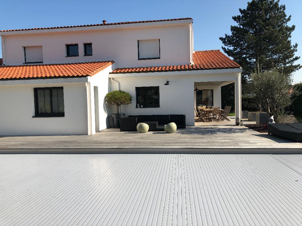 Maison - 9 piece(s) - 255 m2