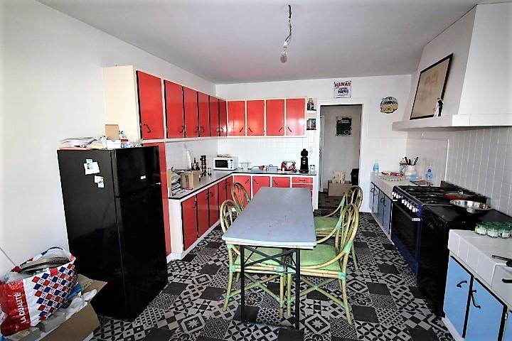 GEMOZAC - MAISON DE PAYS à Rénover -  220 m²  + Grandes Dépendances