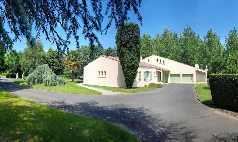 VILLA 7 PIECES SUR GRANDE PROPRIETE EN VENDEE
