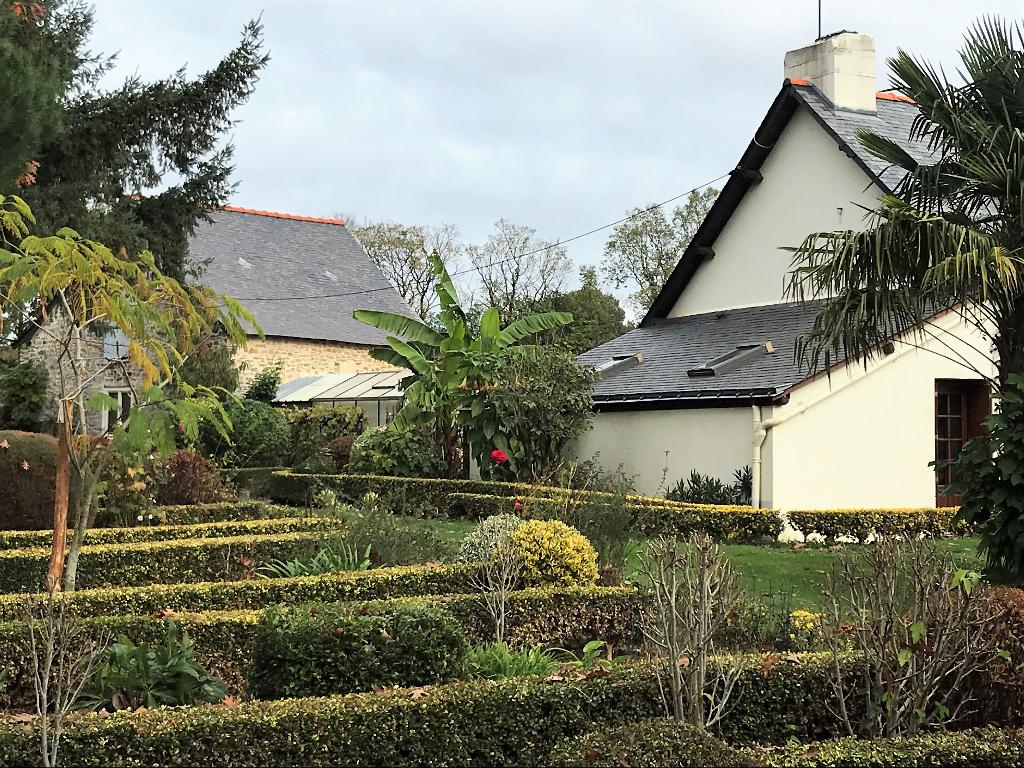 Belle propriété sur 1 ha boisé, 2 habitations et dépendances - 44110