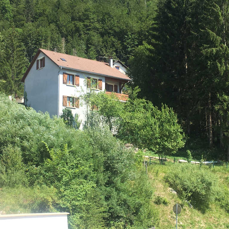 39400 Morez - Maison individuelle - 6 chambres - jardin - garage - cave - Chaufferie