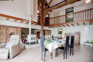 Maison en pierre, 5 chambres avec piscine sur terrain de 3890 m²