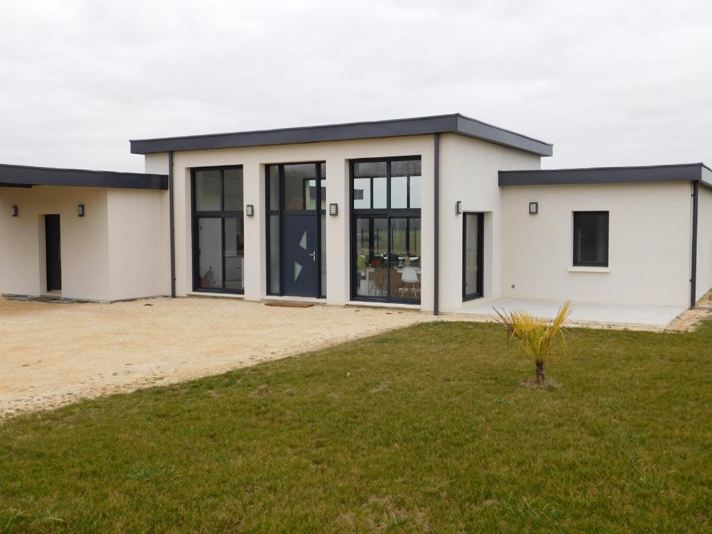 Maison à 5 minutes de La Rochefoucauld 4 pièce(s) 130 m2 et terrain 5000m²