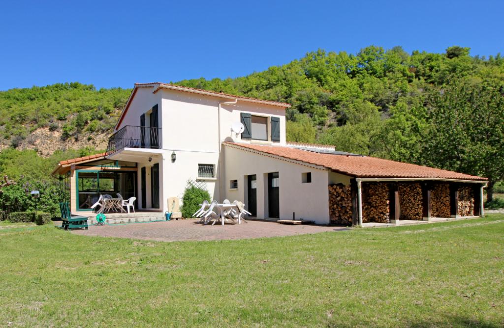 Maison 160m2 9 pièces 3 chambres 2 garages Estoublon 04270