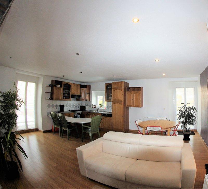 25160 OYE ET PALLET - Appartement environ 67.70m² - 2 Chambres - terrasse 73m² - parking ? cave