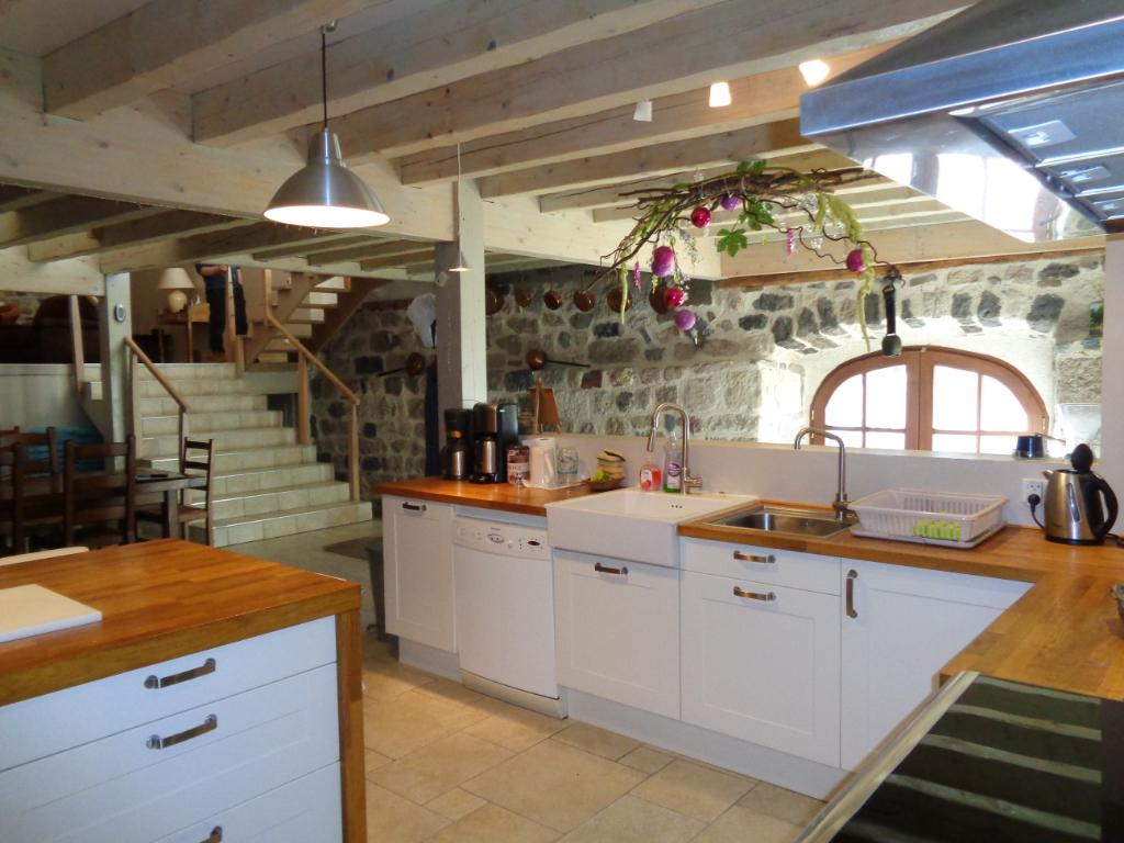 Salettes(43), authentique ferme en pierres de 350 m2 habitables sur 1500 m2 de terrain