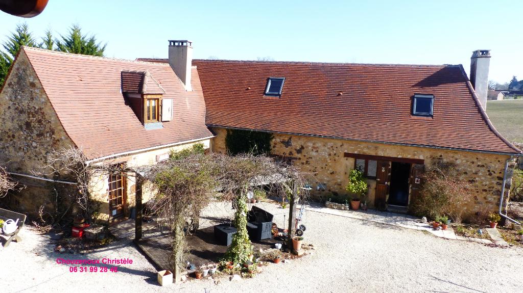 24580 Rouffignac Saint Cernin de Reihlac : maisons Périgourdines sur 15000 m²
