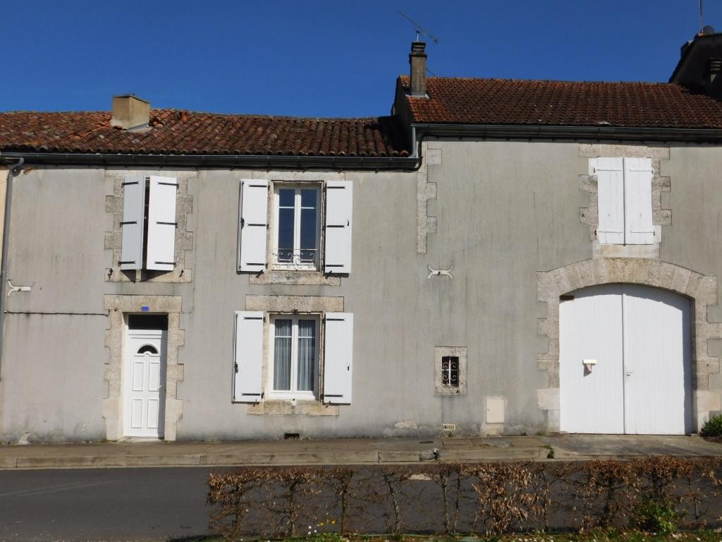 Maison Montbron 3 pièce(s) 100 m2