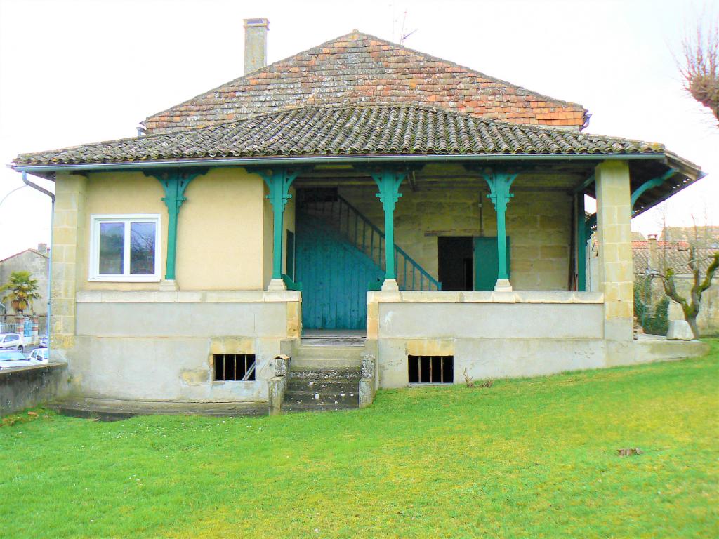 Maison en pierre 6 pièces 3 chambres jardin 845 m²