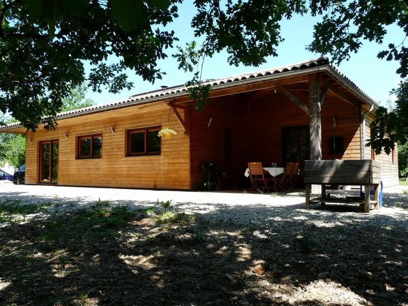 Vaste maison en bois, pièce de vie de 65m², classe énergie A
