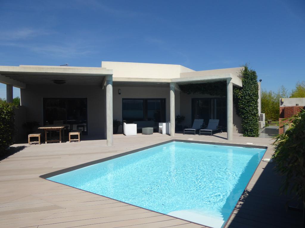 A vendre, Herault, Le Cap D Agde 34300, Villa Contemporaine 6 pièces 189 M2. sur jardin clos avec piscine