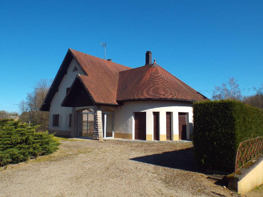 Le Deschaux : villa d'architecte sur terrain 1 Ha