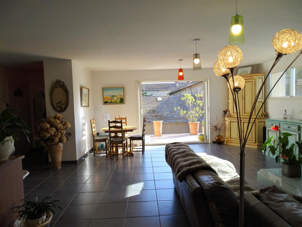 En vente - Saint Rémy de Provence - Appartement spacieux en centre ville avec terrasse et garage fermé