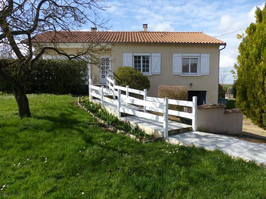 Maison La Foye Monjault 4 pièce(s) 93 m2 s/1602 m²