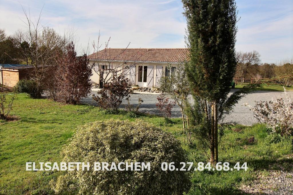 Petite propriété de 11300m² - 3 chambres - double garage - Terrasse  en bois  -  Box à  chevaux