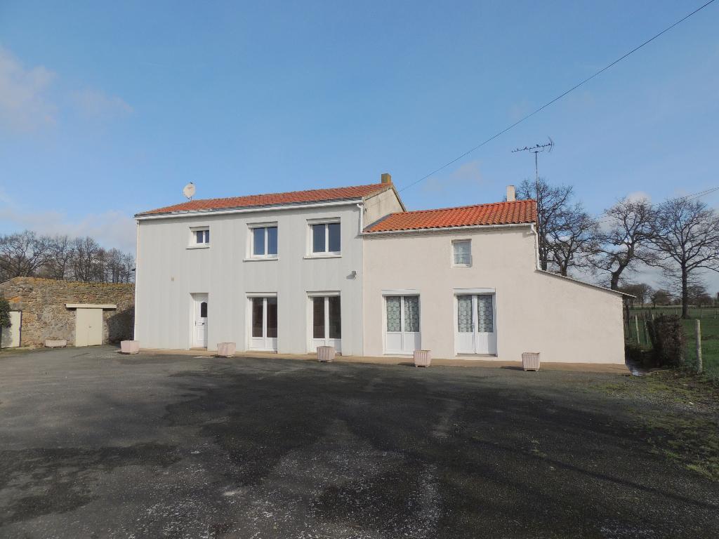Maison Saint Christophe Du Bois 6 pièces 139 m2 4 chambres