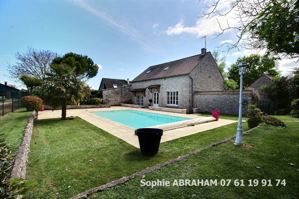 Maison en pierres, 4 chambres, terrain avec piscine