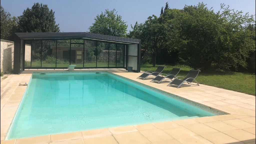 DREUX 28100 Maison individuelle d'environ 202 m² - 1 étage - 5 chambres - Piscine chauffée et couverte - Terrain - 384 000  HAI