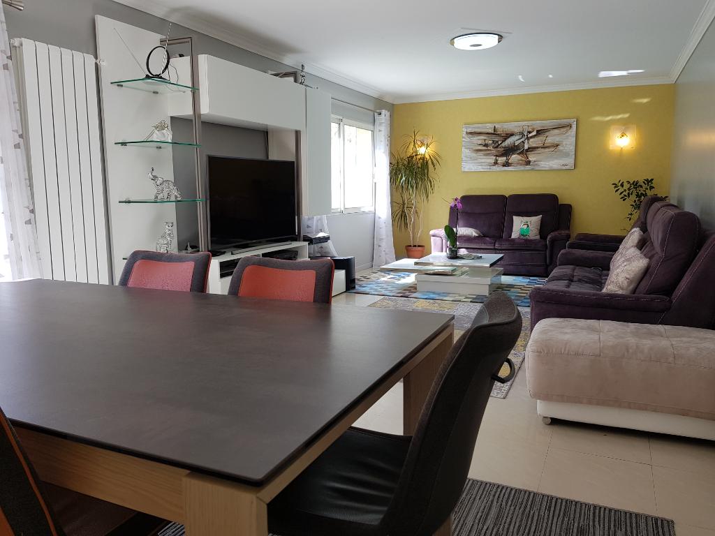 44800 SAINT HERBLAIN, MAISON de 134,75m2 comprenant 8 pièces dont 4 chambres. 385373 euros