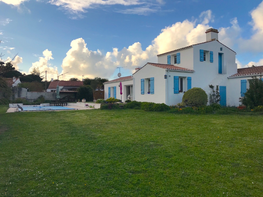 Maison avec Piscine - grand terrain - Luzeronde