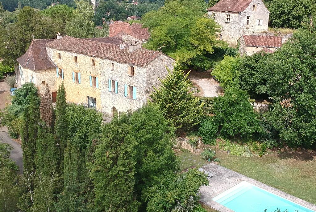 Ancien prieuré fortifié du XIIème avec piscine