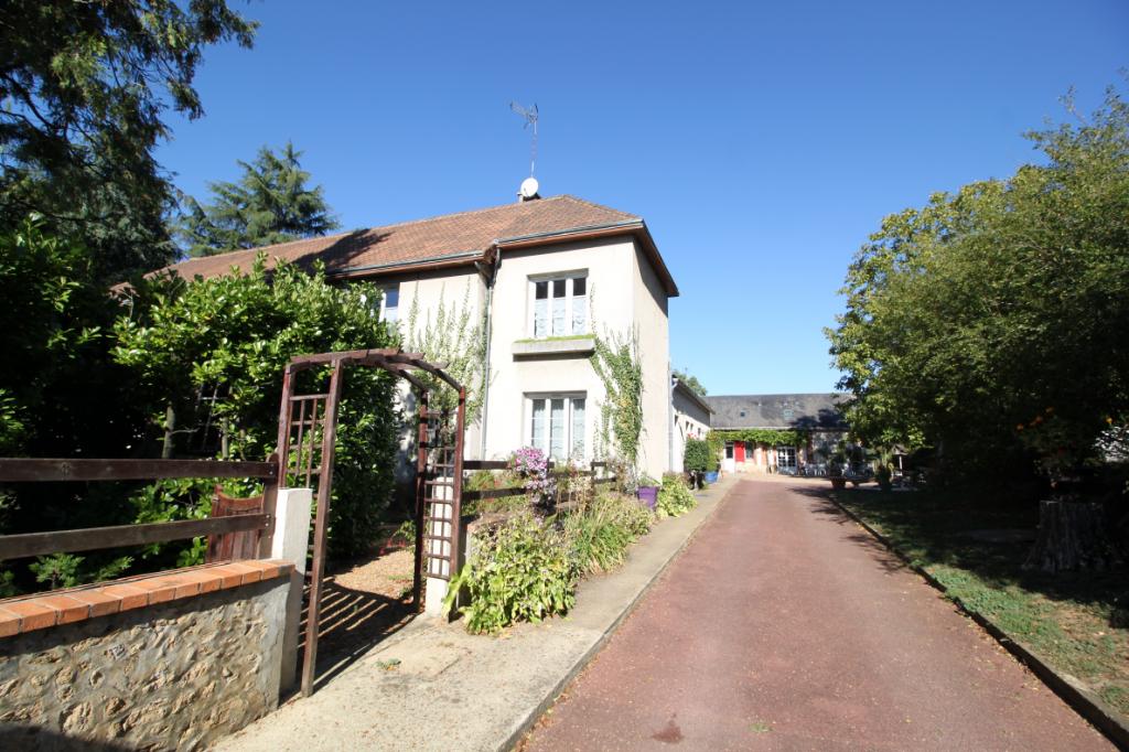 Maison - Yvré l'Evêque - 17 pièces - 10 chambres - 438 m²