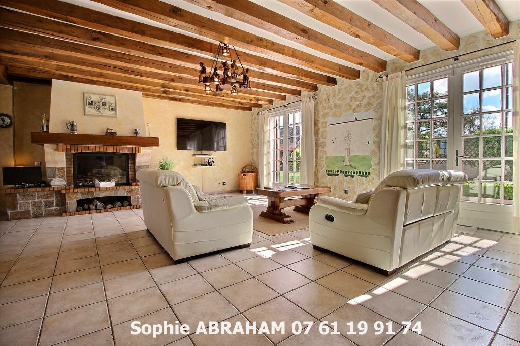 Maison individuelle de 7 pièces, 4 chambres, terrain avec piscine