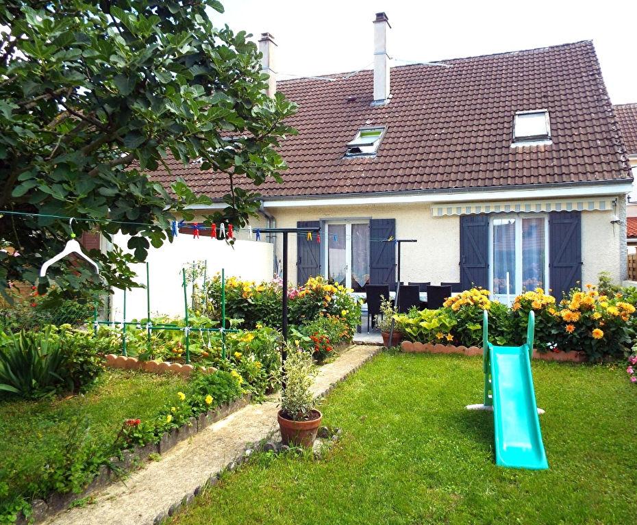 Maison sur Sous-sol de 110 m² Rénovée avec Cour, 2 Terrasses carrelées et Terrain clos et arboré de 227 m² avec Abri de jardin
