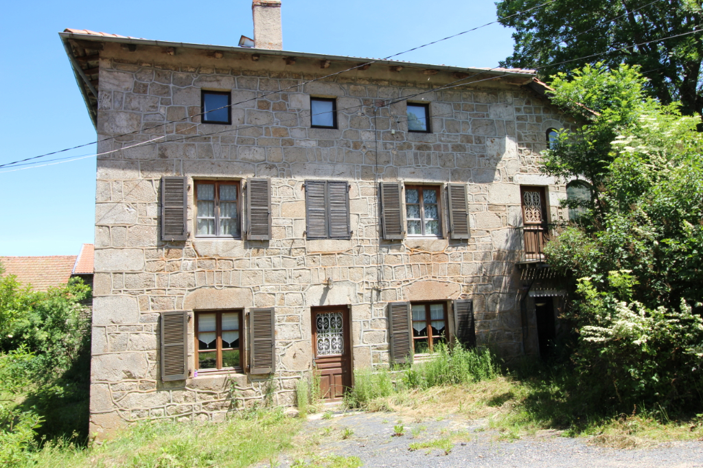 Maison à rénover avec grange et chapelle plus de 300 m²