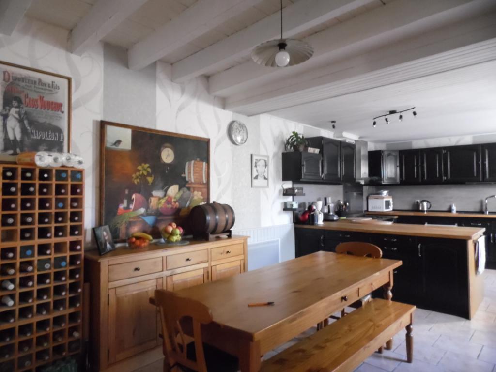 Grande maison avec 4 chambres et terrain clos - 197703