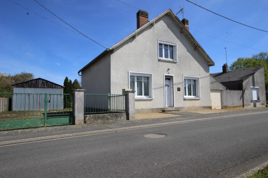 45520 Chevilly centre Maison de 100 m2 + maison annexe de 39m2 sur 1730m2 environ de terrain
