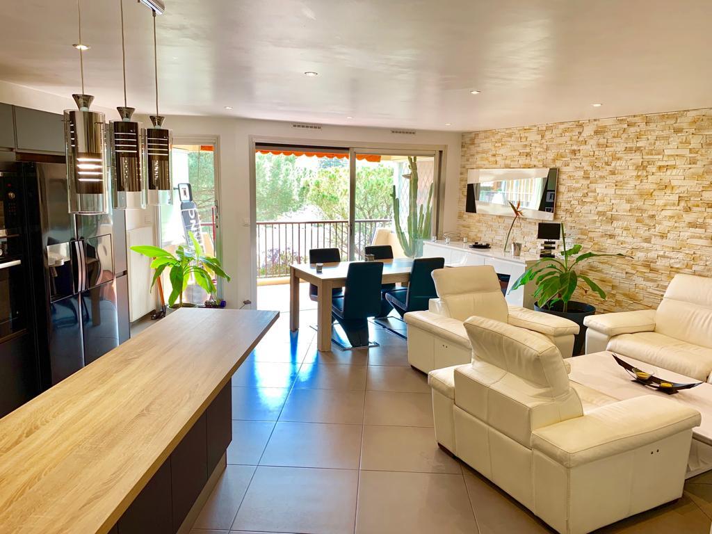 Mandelieu (06210) Superbe 2 pièces 60 m² avec garage 18 m²