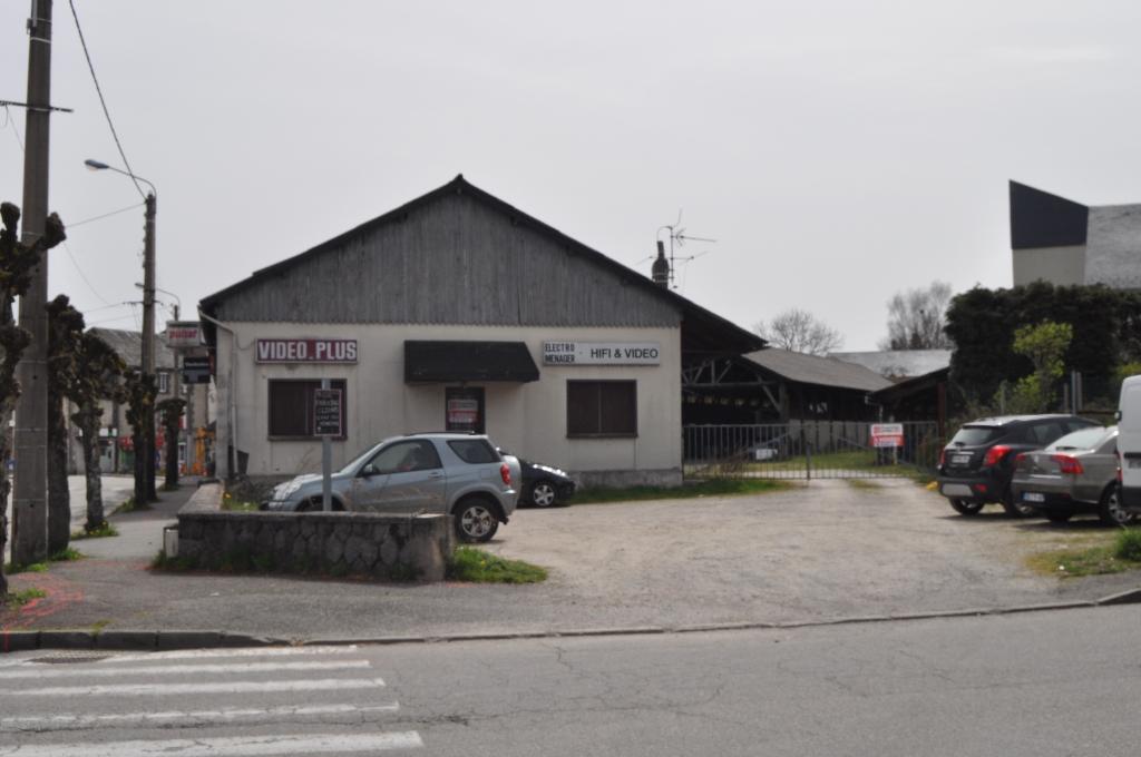 Locaux  et terrain - quartier de la Gare