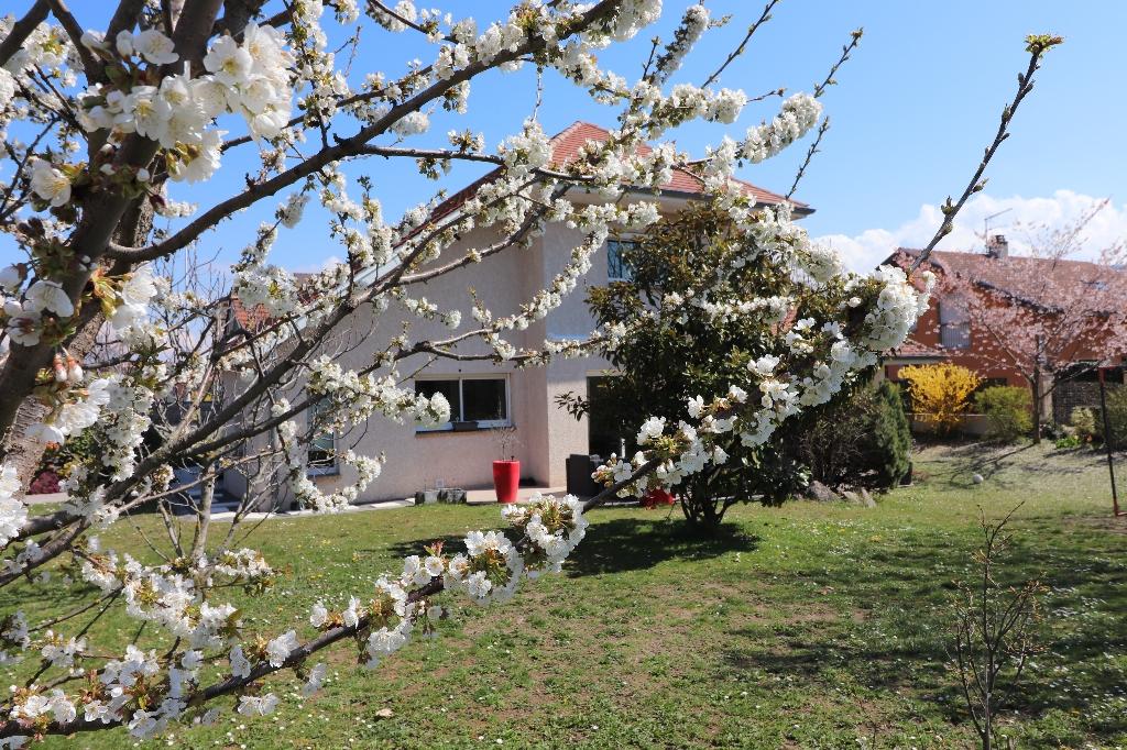 Publier, villa 8 pièce(s) 211m²secteur  agréable dans secteur recherché