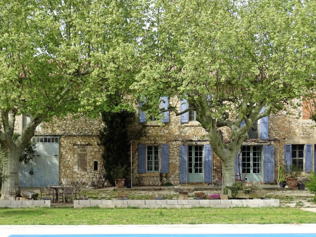 Proche Eygalières - Mas en pierres avec piscine