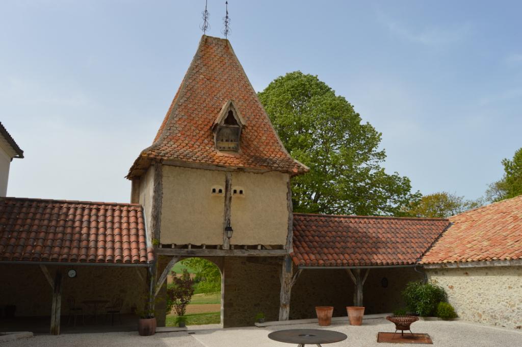 Ferme du 18e siècle sur 1 hectare avec 5 chambres d'hôtes et piscine chauffée